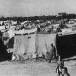 После разоружавања, припадници Југословенске војске су 8. маја пребачени камионима у логоре Ћезена и Форли, удаљене тридесетак километара од Равене, такође у северном делу Италије. На овом снимку видимо логор Форли