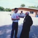 Са митрополитом Иринејом, испред седишта Митрополије, на Трећем језеру (околина Либертвила)