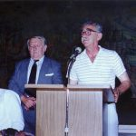 Трибина у Манастиру Св. Симеон Мироточиви у Чикагу, августа 1991. Било је око 400 људи. У средини је Душко Ћурчић, који је као дечак био четнички курир