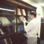 У билиотеци штампарије ПСЧ у Вајнони. Овде и у библиотеци СНО добио сам много књига. Морао сам да купим два огромна кофера за њих.