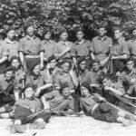 Четници у британској војсци, у Оснабрику, Немачка, 1948. године. Стоји први с лева Влада Кесић, а други Петар П. Совиљ, раније четници Грачачке бригаде из састава Динарске дивизије