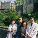 У Виндзору, маја 1992, са домаћицама из ''Младих четника''