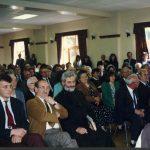 У Бирмингему, Хотел ''Динара'', маја 1992. Трећи с лева седи прота Ратомир Аћимовић