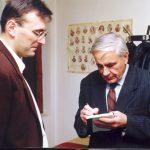 Милослав Самарџић и академик Игор Шафаревич из Русије, у редакцији ''Погледа'', негде 1994. Објавили смо Шафаревичеву књигу ''Русофобија'', тада смо имали промоцију на ПМФ-у. На жалост, посета је била слаба, није смело то да се рекламира, као ни да се објави та књига (зато је и дошла до нас). Ако не највећи, Шаваревич је тада био свакако један од највећих руских интелектуалаца. Питао сам га може ли Русија да нам помогне, а он је крајње озбиљно одговорио: ''Више може да помогне Србија Русији, него Русија Србији!''