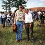 Пајазитово, 1998, испред цркве коју су подигли четници. Милослав Самарџић и потпоручник Гарде Божа Панић из Пајазитова (''четничка тврђава'')