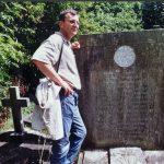 Тих дана, на гробу Слободана Јовановића, на гробљу Кенсл грин. Једна од најдражих фотографија! У међувремену, посмртни остаци Слободана Јовановића пренети су у Београд