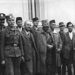 Бијељина, 28. септембра 1944. године. Генерал Дража Михаиловић са америчким пуковником Мекдауелом (иза његовог левог рамена) и муслиманским првацима