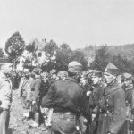 Генерал Дража Михаиловић и пуковник Роберт Мекдауел обилазе четнике из Западне Босне, на Требави октобра 1944.
