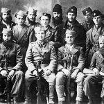Капетан Воја Перишић, командант 2. бригаде Првог личког корпуса, са старешинама и војницима своје јединице