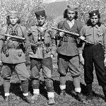 На врху Словиње, почетком 1944. С лева на десно: Сима Драгишић, Мића Ђукић, Ђура Драгишић и Никола Јелача. Ђукић је преминуо, остала тројица живе у Енглеској