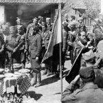 Прослава Ђурђевдана 1944. Лево стоје председник Социјалистичке партије др Живко Топаловић, командант Рудничког корпуса капетан Драгомир Топаловић (између њих) и Дража