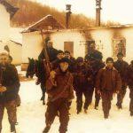 Насер Орић са својом групом после масакра српских цивила у селу Кравица код Братунца, на Божић 1992. године