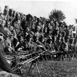 Део јединице Петра Рајака, 1945. године у Словенији. Рајак је на првој трећини слике, у средини, са брадом, а лево укосо изнад њега, са црном шубаром, је Давид Дамјановић