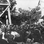 Дражин говор на прослави краљевог рођендана у порти цркве у Прањанима, 6. септембра 1944. године. Звоник на слици и данас постоји