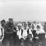 Дража са народом у с. Преслица на добојском Озрену, октобра 1944.