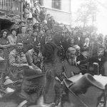 Дражин говор на Требави, у селу Осјечани, испред основне школе, октобра 1944.