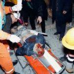 Спасиоци извлаче повређене из зграде РТС-а у Београду