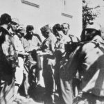 Прањани, септембра 1944. године. Дража са пуковником Робертом Мекдауелом, америчким и својим официрима, док амерички војни сниматељ снима документарни филм. Овај филм још није приказан