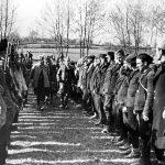 Са смотре Групе љубићких бригада. Раковић и Чековић обилазе јединице
