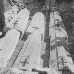 Сахрана у заједничку гробницу, лешева шесторице виђених првака из Бјелопавлића, извађених из јаме Радовче, лета 1942.