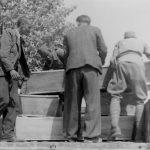 Припрема посмртних остатака четника Кучко-братоножићке бригаде за пренос у родни крај. Положај Каблена Главица над Жупом никшићком, мај 1942.