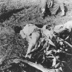 Усташа позира са упереним пиштољем у силовану и убијену жену
