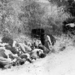 Шумарице, 21. октобра 1941. Немачки официр показује кога треба докрајчити