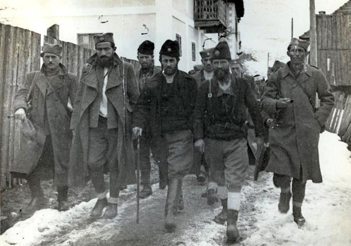 Потпуковник Павле Ђуришић (у средини) са најближим сарадницима