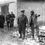 Раковић и британски генерал Чарлс Армстронг, шеф савезничких војних мисија. Околина Чачка, крајем 1943. године
