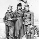 Исо Стојсављевић, Милан Стојсављевић и Илија Стојсављевић. Милан је командовао 3. четом Гардијског батаљона Динарске четничке дивизије. Био је председник Покрета Српских четника Равне Горе за Велику Британију, преминуо је 2012. године