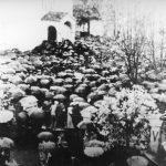 Саборна црква у Крагујевцу, октобра 1941. Парастос стрељаним грађанима. Комунисти су после рата забранили давање парастосаа