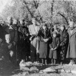 Са помена четницима на Пелевом бријегу - родбина жртве над гробом. 1942.г.
