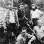 Четници Групе жичких бригада. Први с десна стоји поручник Богдан Пановић, први с лева ''Миле Точкоња'' из Жиче