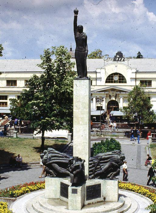 Spomenik palim Šumadincima u Kragujevcu iz 1930-tih