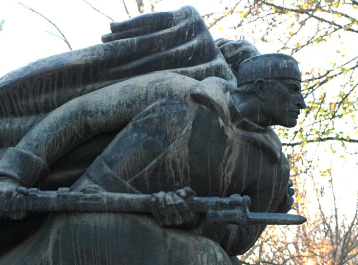 Detalj sa spomenika iz 1930-tih