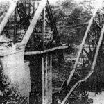 Железнички мост изнад Вишеграда, пошто су га четници срушили 7. октобра 1943. Четници Церско-мајевичке групе корпуса мајора Драгослава Рачића, Дринског и Романијског корпуса  и Команде Босне претходно су ослободили град од Немаца и усташа. Присутне енглеске мисије избројале су преко 200 погинулих Немаца (усташе нису бројали), док су четници имали 18 мртвих. Комунистичке паравојне формације никада нису имале тако повољну сразмеру губитака.  После априлског рата, ово је највећи срушени мост у земљи, био је дуг 140 метара (зато комунисти никада нису правили ранг-листу диверзија). Рушевине је снимио британски генерал Чарлс Армстронг. Био је бесан када је исте вечери, заједно са Дражом, на Радио Лондону слушао да су и овај мост срушили комунисти