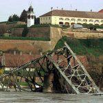 Порушен мост у Новом Саду