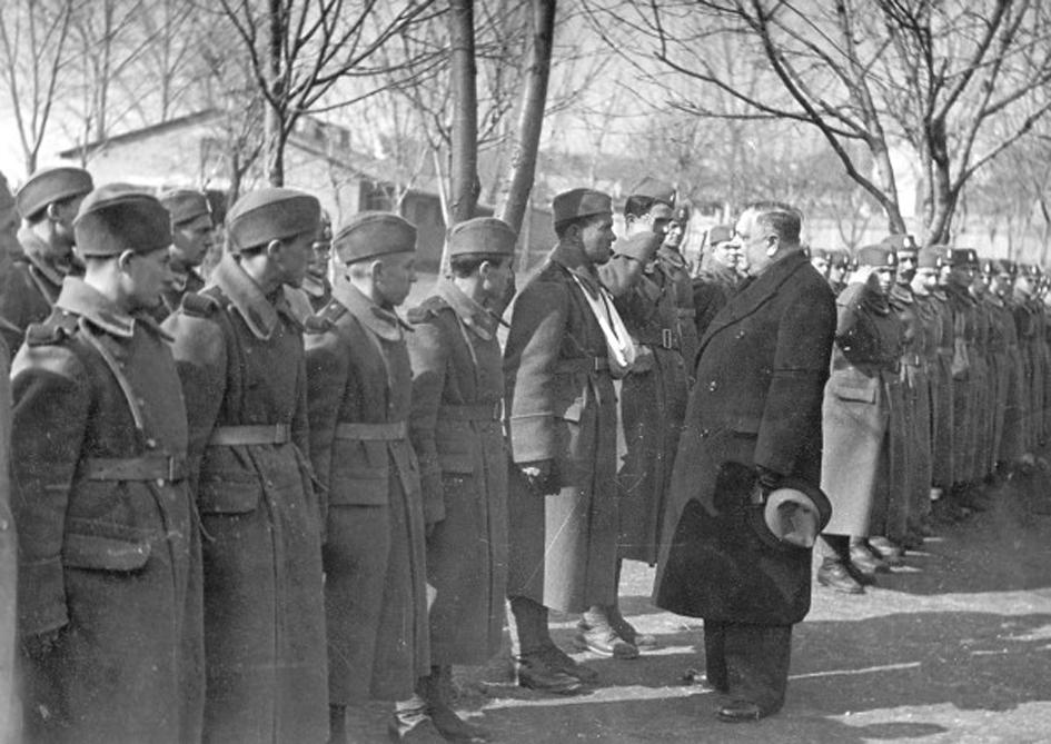 Генерал Милан Недић обилази јединицу љотићеваца