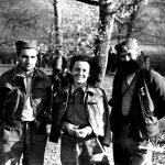 Теренска медицинска сестра Другог равногорског корпуса, Косана Коса Хаџи-Николић, родом из Ниша. Заточеник концентрационог логора Црвени крст, пошто није признала припадност покрету, пуштена је и тада је прекомандована у 2. равногорски корпус. Са Косанине леве стране је потпоручник Коча, из Раковићеве пратеће јединице