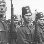 """Штабна чета дивизије """"Ханџар"""" новембра 1943. Један батаљон 28. пука ове дивизије чинили су Шиптари са Косова и Метохије. О злочинима тог батаљона после рата је говорио командант пука, Франц Матиас: """"У овом маршу ови су људи клали све на што су наилазили, а што није носило фес. Било је случајева да је официр који је био на челу колоне видео како људи раде на њиви. Кад се доцније окренуо, могао је видети да ти људи који су малочас радили на њиви више нису били живи. Шиптари, чим би приметили, једноставно би излазили из колоне и клали их."""" Владимир Дедијер: Нови прилози за биографију Јосипа Броза Тита (стр. 1219 – 1227)."""