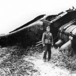 """У комунистичким музејима и архивима могу се наћи снимци диверзија почињених у Србији, а наводно се не зна ко их је починио. """"Незнање"""" потиче отуда што су диверзије извршили четници генерала Михаиловића, у сарадњи са Енглезима или без њих. Диверзија је нарочито много било у време битке против најбољег Хитлеровог војсковође, маршала Ервина Ромела, у Африци, познате под именом """"Битка за снабдевање"""". Ова фотографија чува се у Музеју Историја Југославије у Београду."""