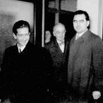 Краљ Петар Други и војвода Ђујић јануара 1950. у Чикагу. Иза је бивши амбасадор Краљевине Југославије у Вашингтону Константин Фотић