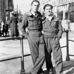 Дане Жегарац и Спасеније Жегарац из села Главаце у Лици, у Италији 1945, за време изласка у град