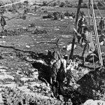 Вађење тела из јаме Терли у Истри, у коју су партизани бацили групу становника италијанског порекла непосредно после капитулације Италије, 4. новембар 1943.