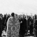 Лички четници полажу заклетву пред свештеником Ђуром Вукелићем. Брлог, 1942.