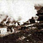 Хиљаде српских кућа је запаљено од стране Албанаца за време другог светског рата. Српска кућа у пламену, околина Митровице.