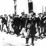 Крагујевац, уочи 21. октобра 1941. Немци хапсе грађане за стрељање. Међу ухапшенима су и ђаци V/3 крагујевачке гимназије