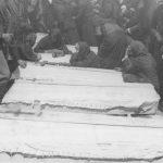 Са помена - сахране убијеној браћи Ковачевићима на Грахову лета 1942.