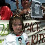 Преко 1200 Срба се још води као нестали или се налазе у албанским затворима само зато што су Срби. Слике Срба како протестују и траже отете су ретке у западним медијима. Зашто?