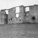 Остаци цркве Свете Петке у Коларићу на Кордуну у којој су Хрвати поклали и спалили 26. априла 1942. године 102 становника из овог и околних села